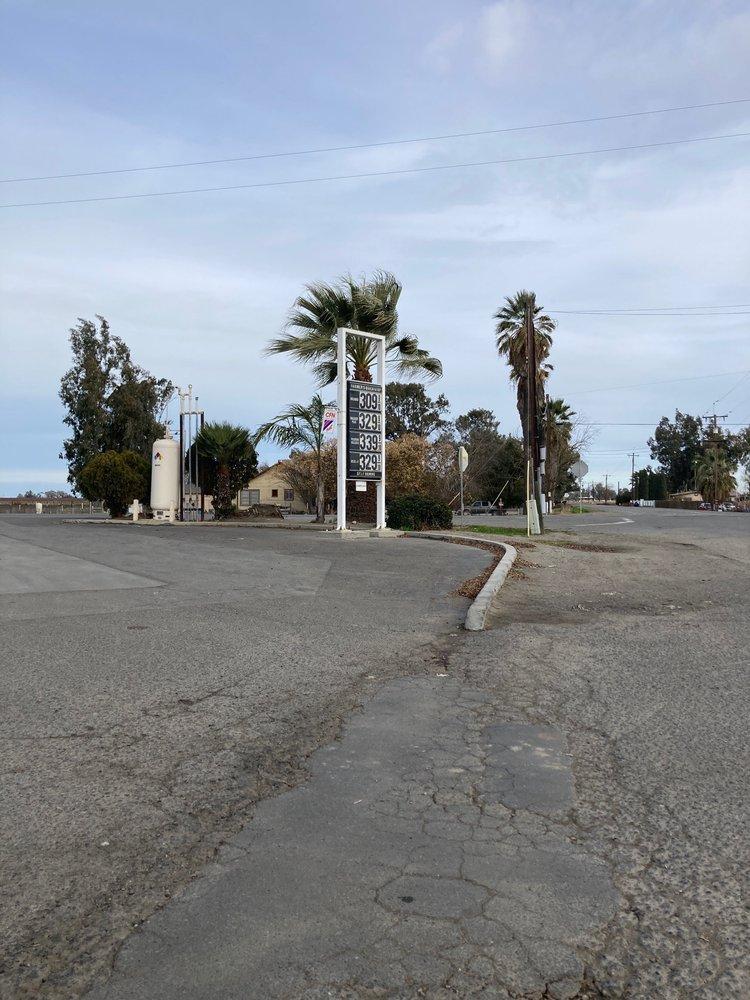 Farmers Quick Stop: 17017 Brannon Ave, DOS Palos, CA