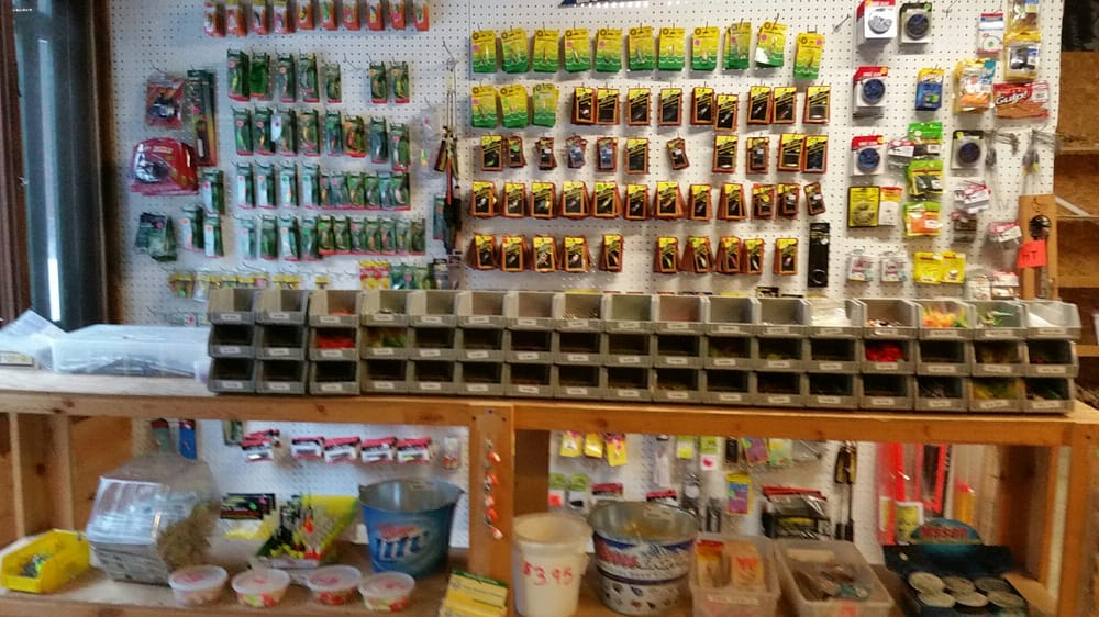 Papa's Live Bait and Tackle Shop: N14133 21st Ave N, Necedah, WI