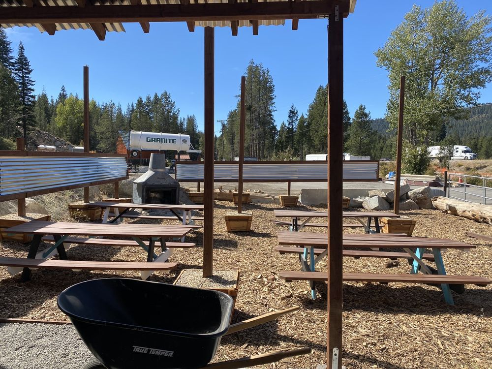 Sierra Mountain Pizza & BBQ Shack: 53070 Donner Pass Rd, Soda Springs, CA