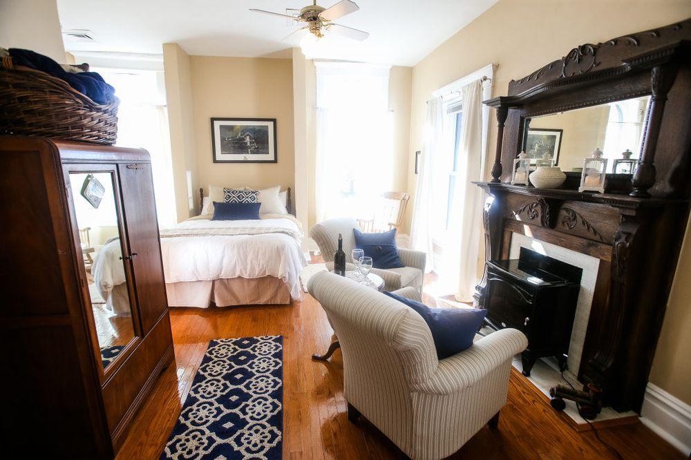 The Chessie Room: 210 11th St, Huntington, WV