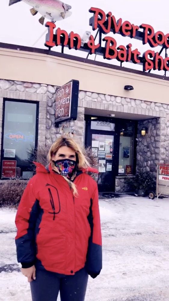 River Rock Inn & Bait Shop: 1200 Lake Shore Dr W, Ashland, WI