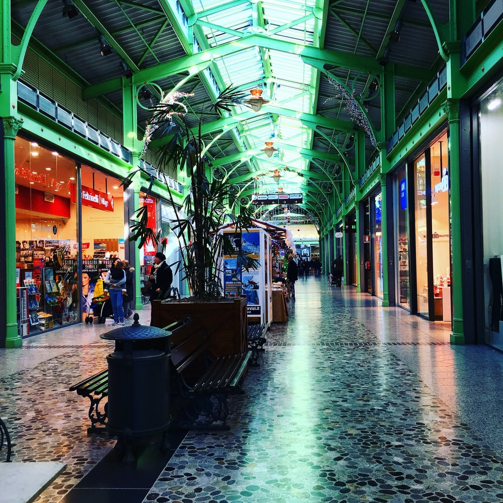 Photos for centro commerciale milanofiori yelp for Centro arredo incasso milano