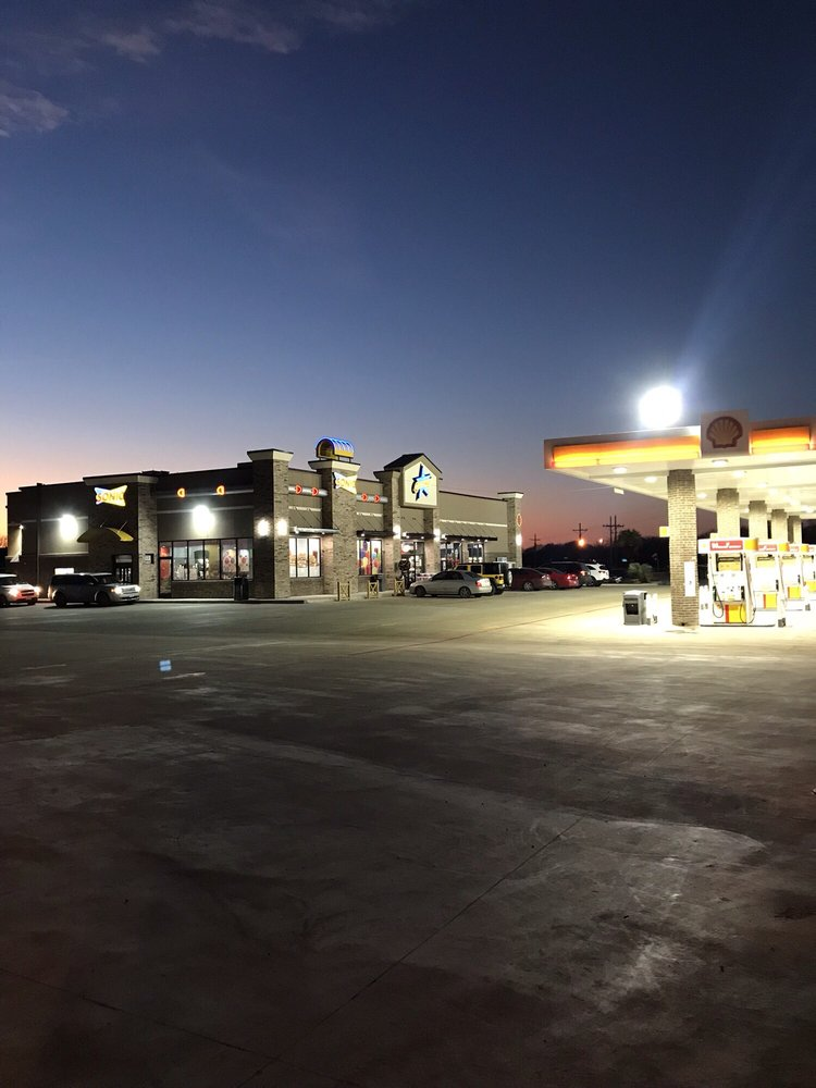 Sonic Drive-In: 2241 Pettit Pkwy, Whitewright, TX