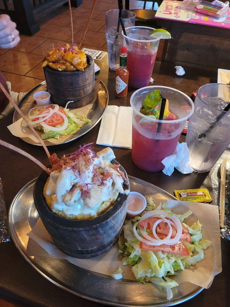 La Cabana Bar & Grill: Av. Dos Palmas 2832, Toa Baja, PR