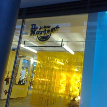 purchase cheap da2f9 1dd16 The Dr Martens Store - Negozi di scarpe - 17-19 Neal Street ...