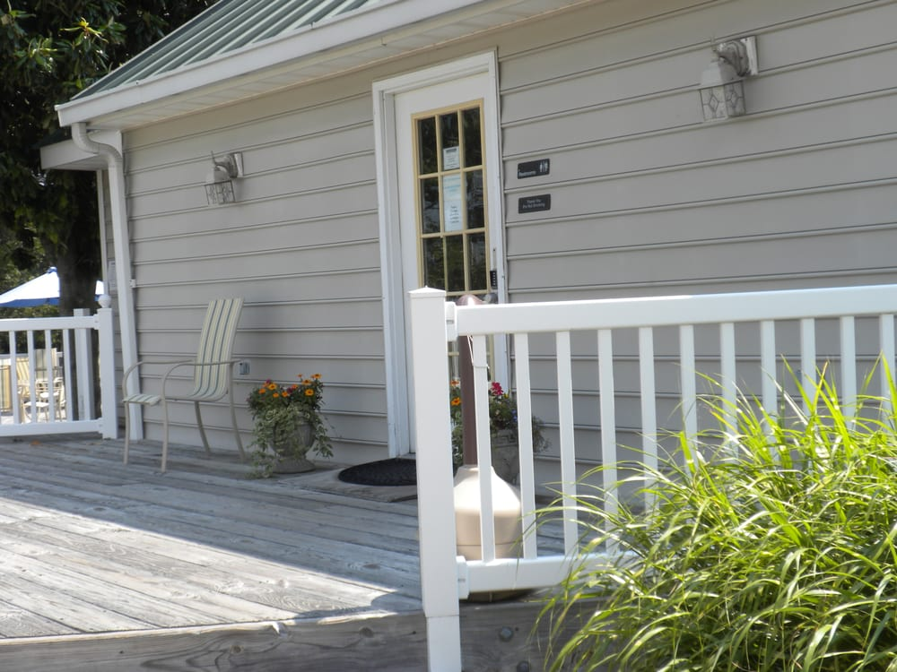 Dozier's Regatta Yachting Center: 137 Neptune Ln, Deltaville, VA