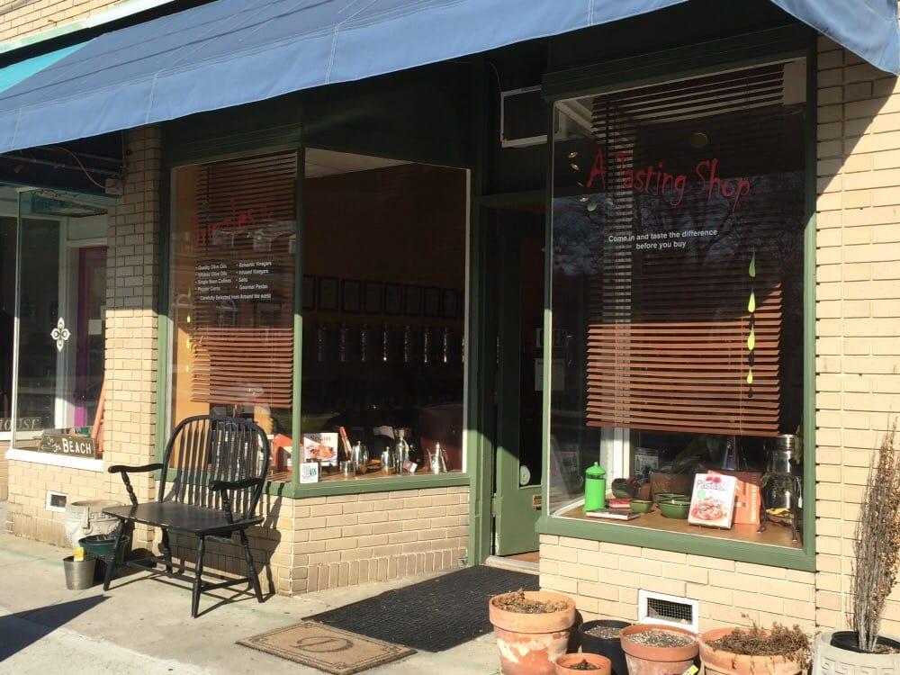 Drizzles: 16 Strawberry St, Cape Charles, VA