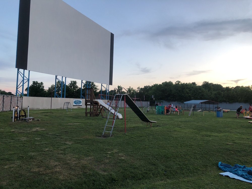 Sunset Drive-In: 1601 E Church St, Aurora, MO