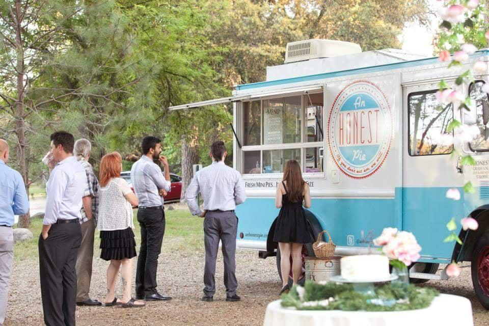 An Honest Pie: 665 S Auburn St, Grass Valley, CA