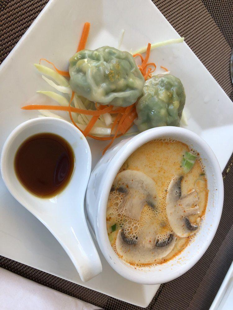 Food from Gummlai Thai