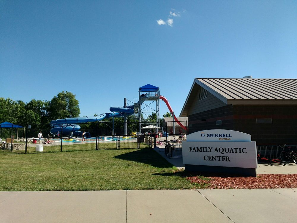 Family Aquatic Center: 120 8th Ave W, Grinnell, IA
