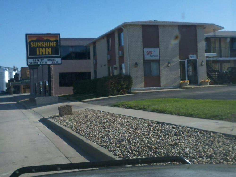 Sunshine Inn: 608 Main St, Wall, SD