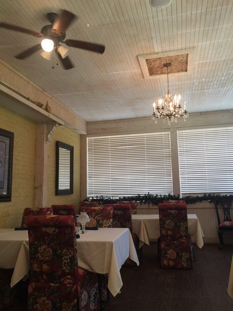 Trish Ann's Antiques Gifts & Tearoom: 102 Bowen Hill Rd, Haddock, GA