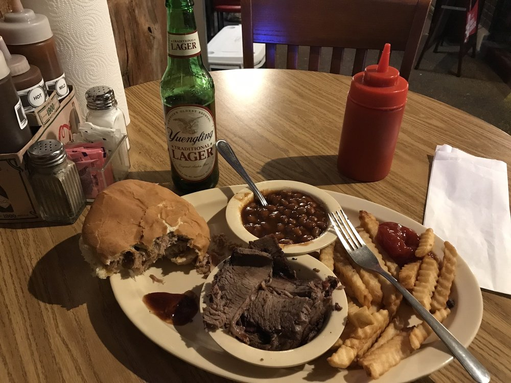 Fox Creek BBQ: 129 Lawrence St, Batesville, AR