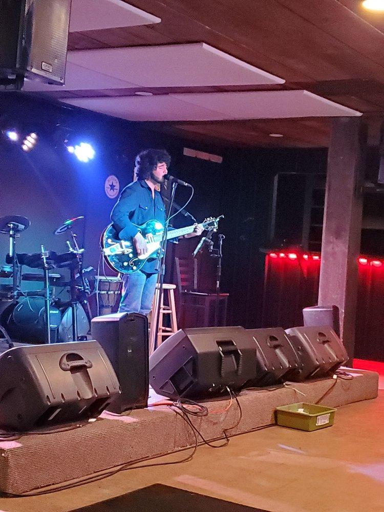 HI-Tops Sports Bar And Live Music: 11474 Cumming Hwy, Canton, GA