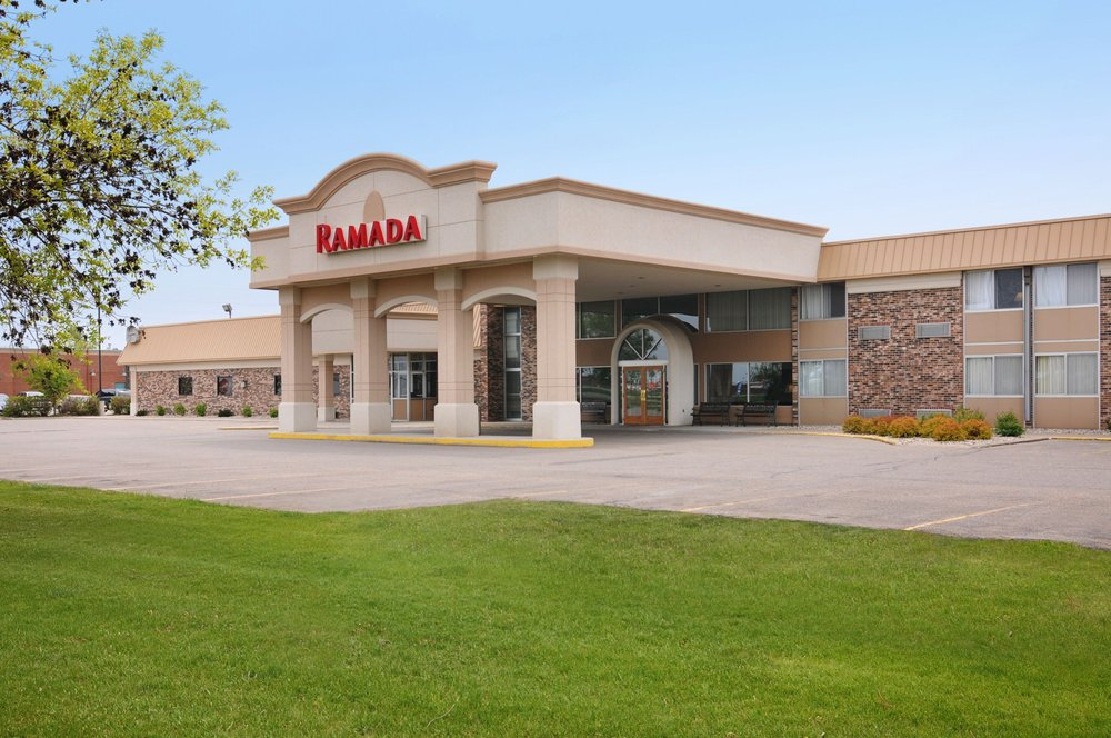 Ramada by Wyndham Marshall: 1500 East College Drive, Marshall, MN