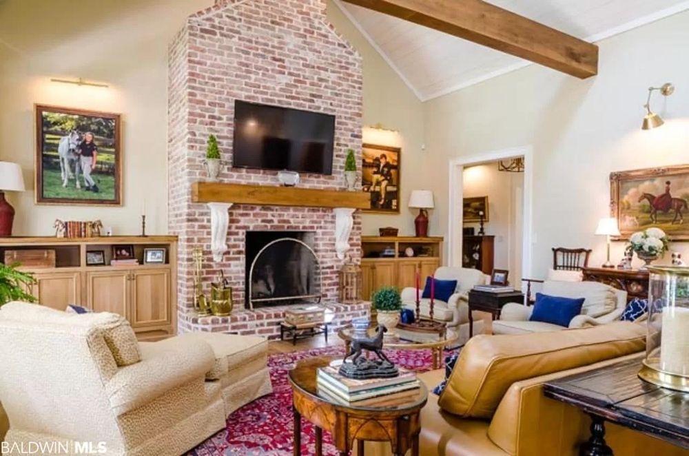 Local Property: 323 De La Mare Ave, Fairhope, AL