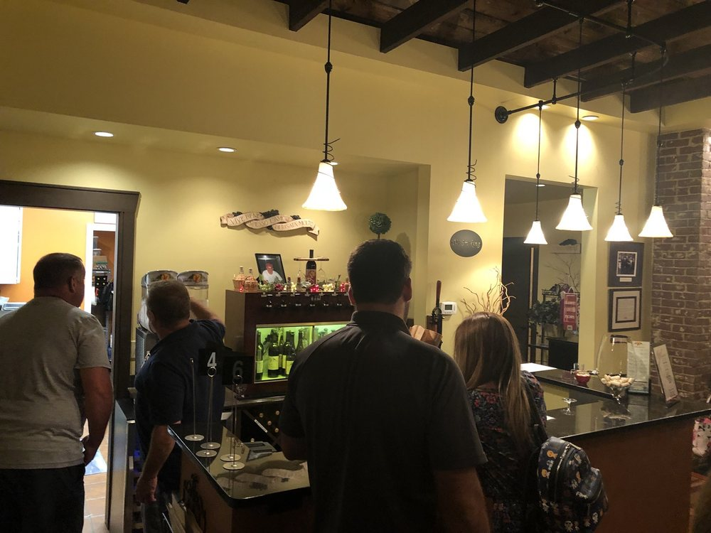 Vino di Piccin Winery & Tasting House: 55155 National Rd, Lansing, OH