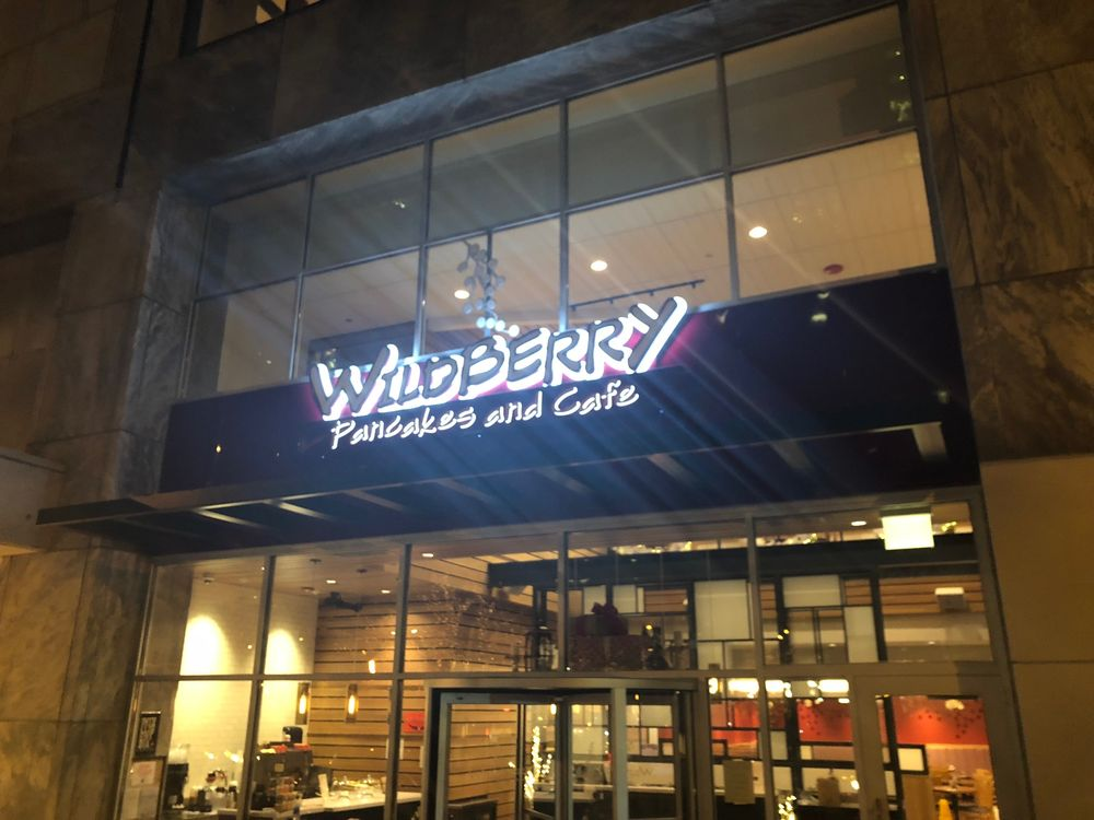 Wildberry Pancakes and Cafe: 196 E Pearson St, Chicago, IL