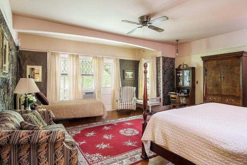 Saravilla Bed & Breakfast: 633 N State St, Alma, MI