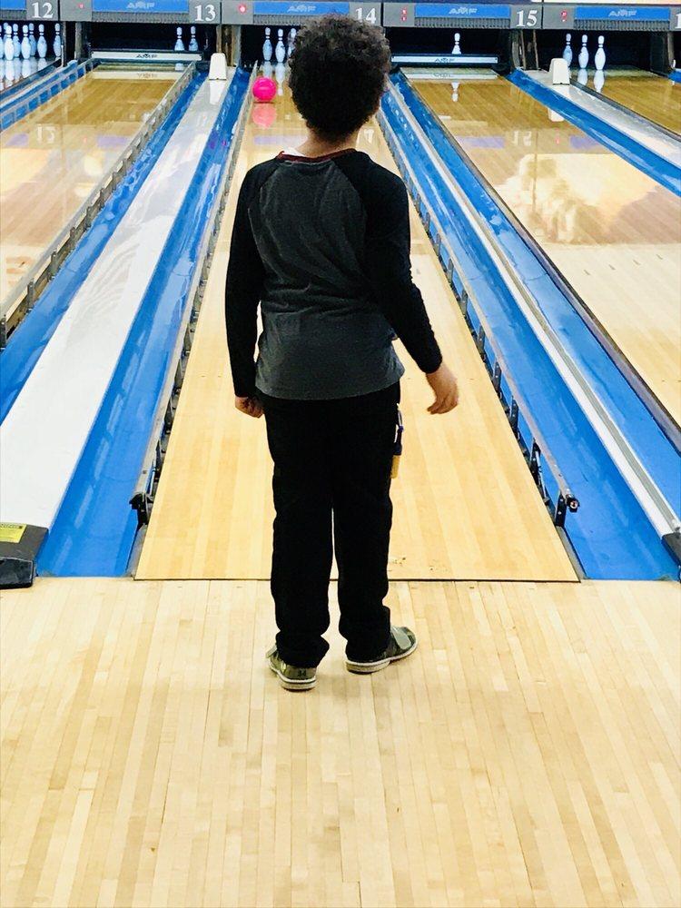 Village Lanes Bowling Center: 49 Catoctin Cir SE, Leesburg, VA