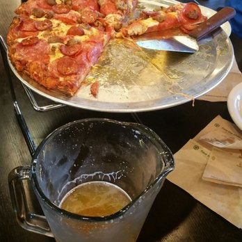 round table pizza-wings-brew - 34 photos & 42 reviews - pizza