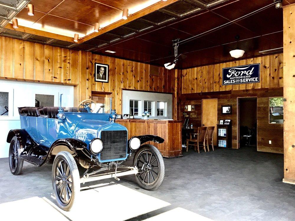 Zink Motor Company: 200 E 4th St, Appleton City, MO