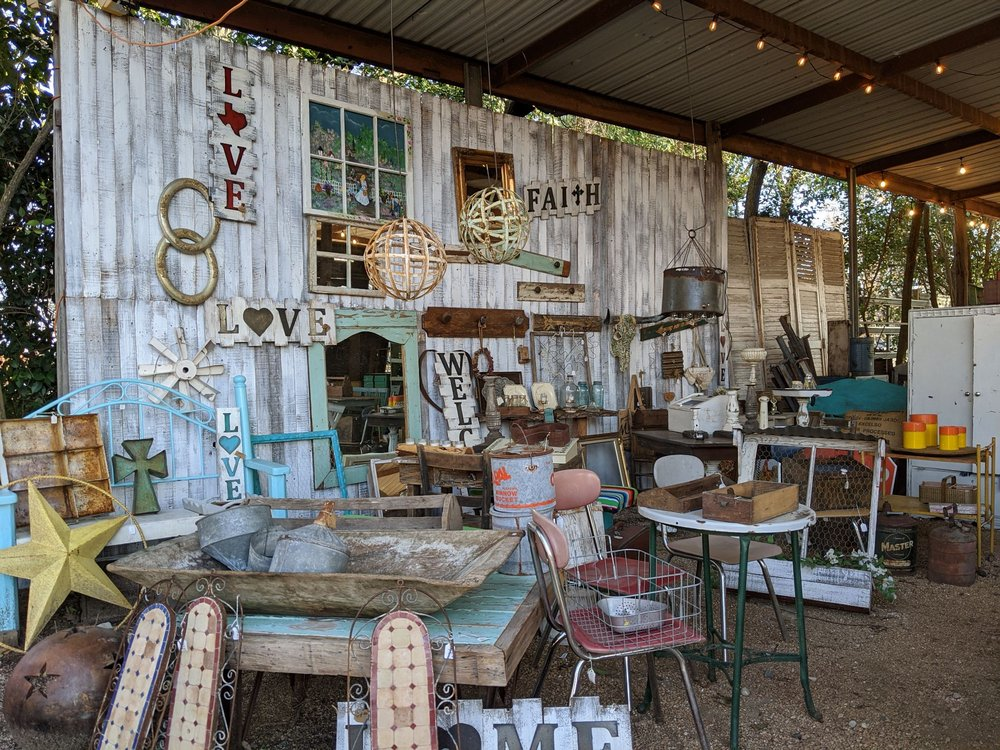 The 8th Street Market: 523 8th St, Comfort, TX