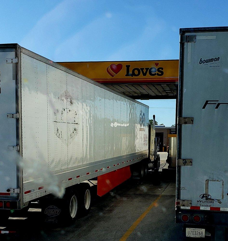 Love's Travel Stop: 21548 Fm 471 S, Natalia, TX