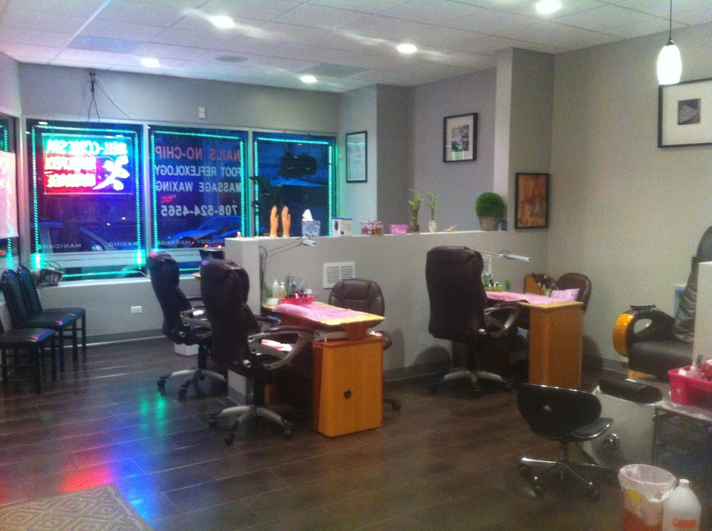 view toward the front  manicure area