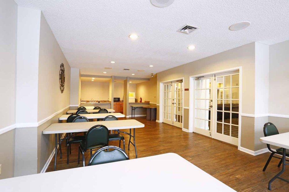 Belmont Ridge Apartments: 1100 Belmont Blvd, Monroeville, PA