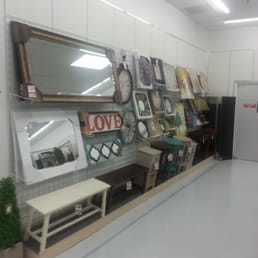 bealls outlet decor clear wall