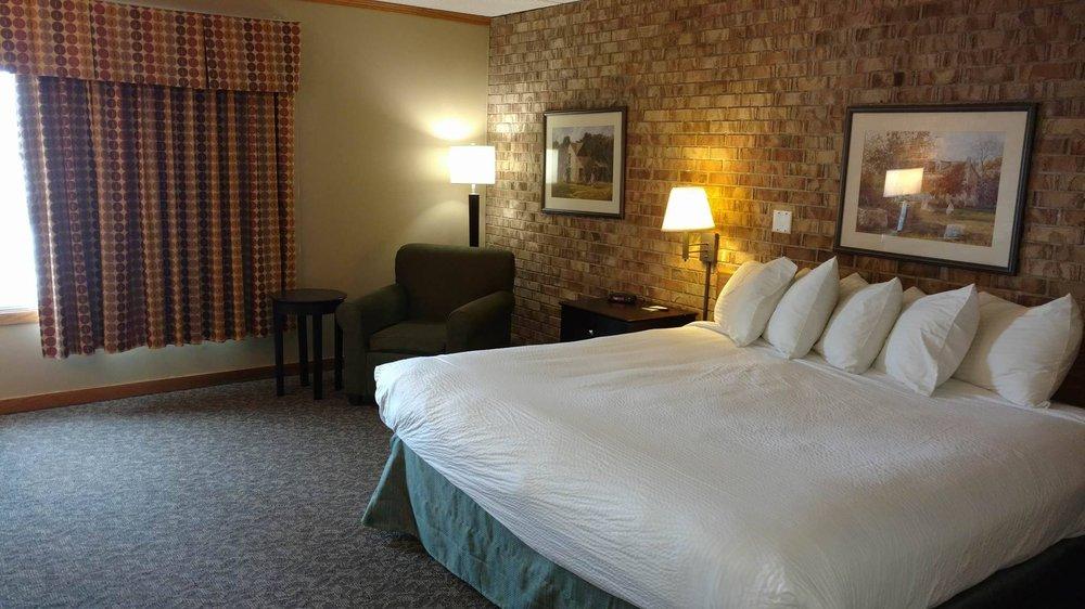 Hotel 200: 200 Hwy 28 E, Morris, MN