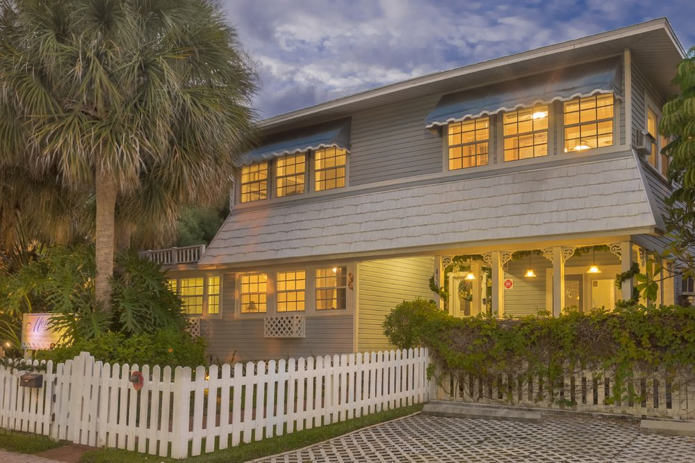 Meranova Bed & Breakfast: 458 Virginia Ln, Dunedin, FL