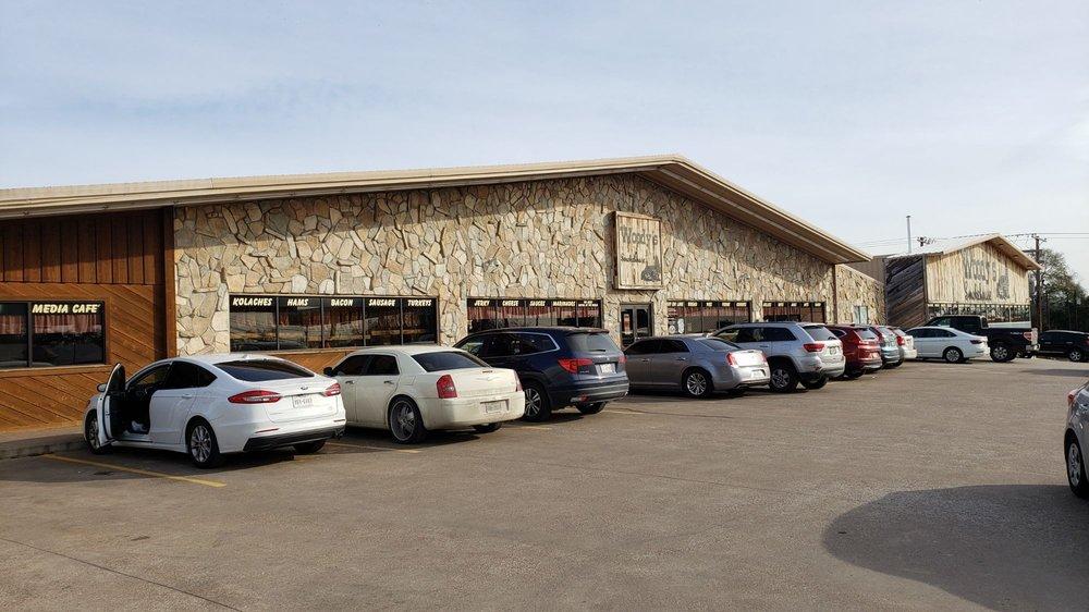 Woody's Smokehouse: 947 W Saint Marys St, Centerville, TX