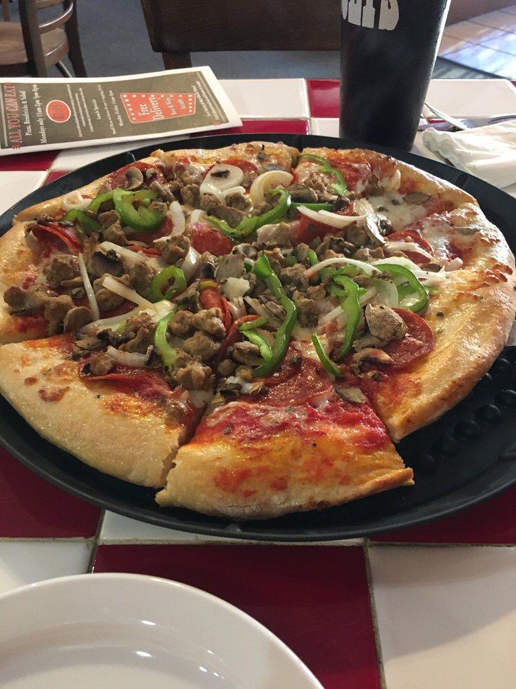 Pizza Forum: 120 S Main St, Kendallville, IN