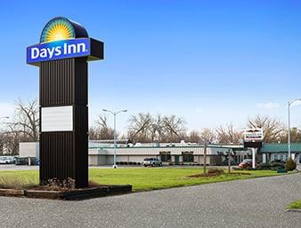 Days Inn by Wyndham Rock Falls: 2105 1st Avenue, Rock Falls, IL