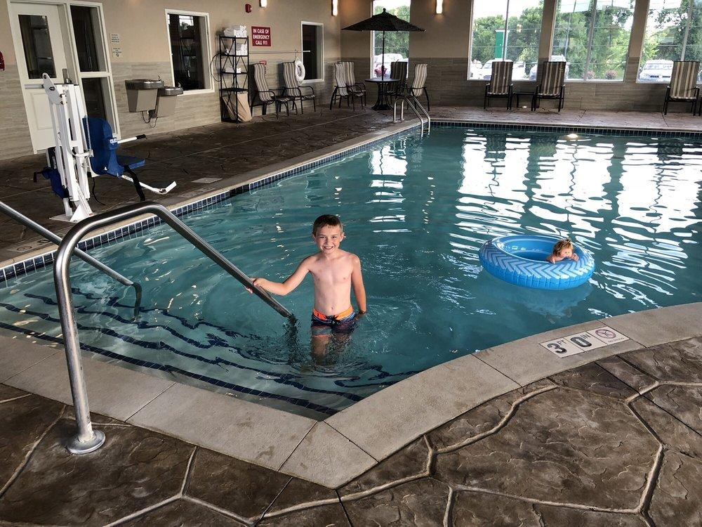 Grandstay Hotel & Suites: 395 13th St S, Delano, MN
