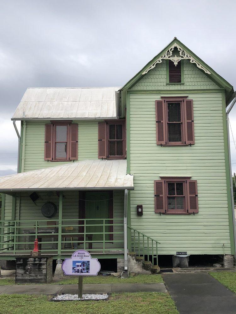 L.B. Brown House: 470 Lb Brown Ave, Bartow, FL