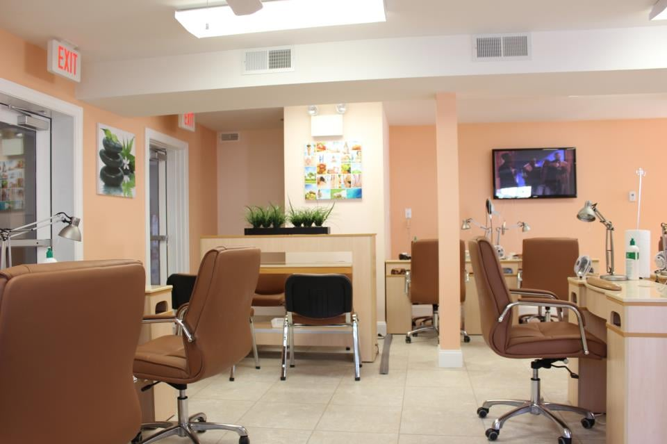 Queen's Nails Spa Salon