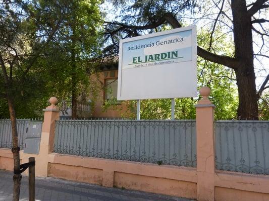 Residencia geriatrica el jardin ldreboenden calle for Residencia el jardin madrid