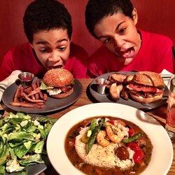 P O Of Six Feet Under Gastropub Philadelphia Pa United States Diy Burger