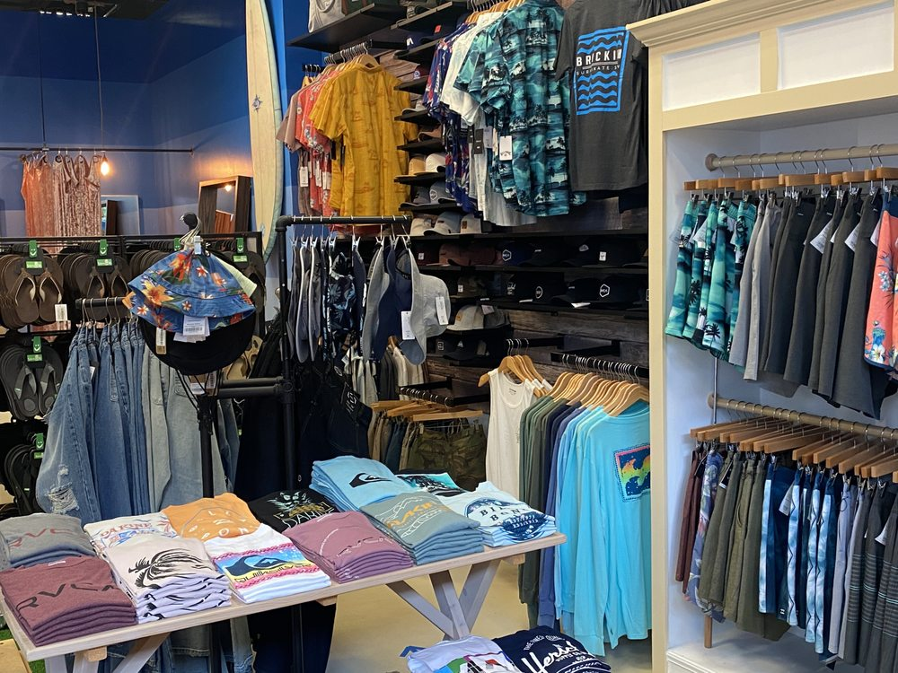 Brackish Waters: 178 Waterfront St, National Harbor, MD