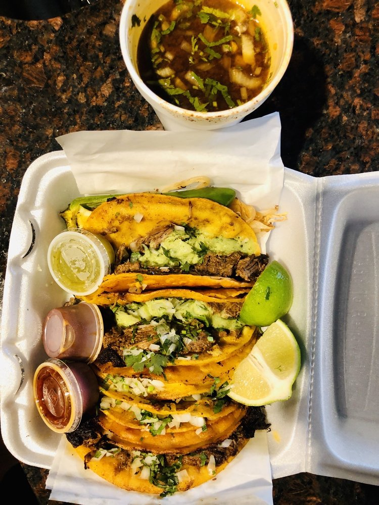 Food from Sabor Tapatio