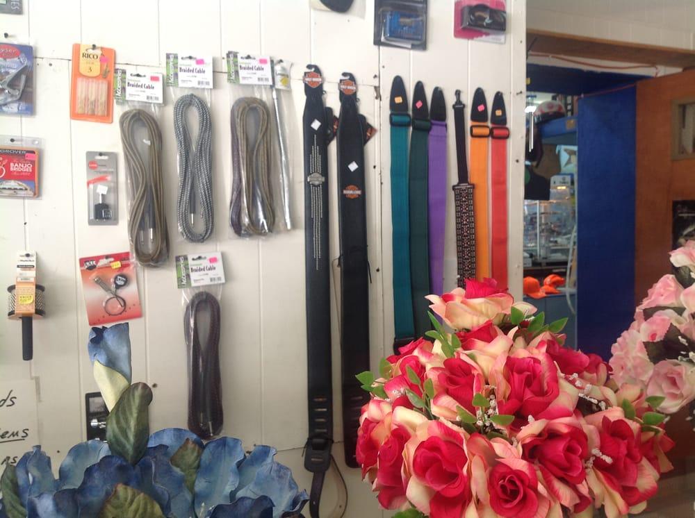 This-N-That Indoor Flea Market: 23539 Hwy 421, Hyden, KY