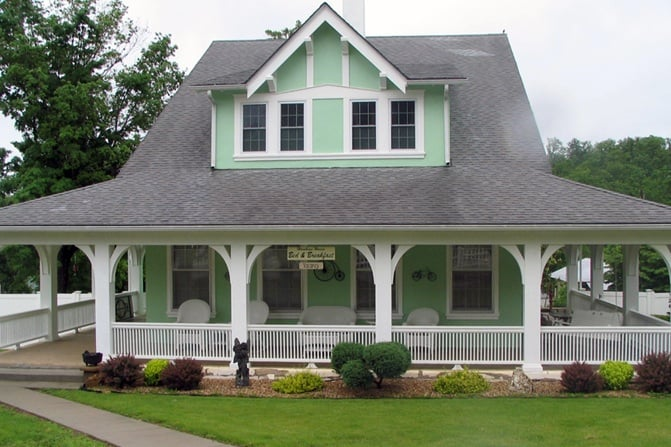 The Hawkins House Bed & Breakfast: 210 Main St, Eminence, MO