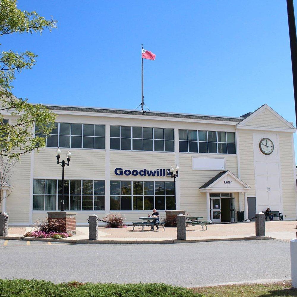 Falmouth Goodwill Store & Donation Center: 15 Falmouth Shopping Ctr, Falmouth, ME