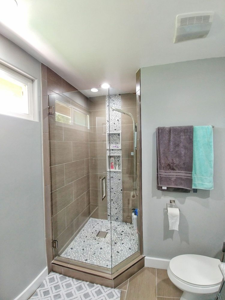 Shower Door With U Channel On Dead Glass. It Blends In Perfect ...