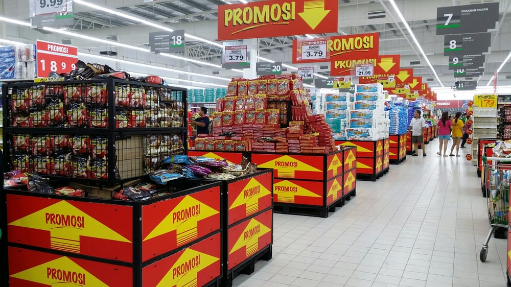 hypermarket and giant Visit your local giant or howdy's location from gasoline to gummy bears, coffee to cola, our convenience stores offer a wide selection of food and fuel.