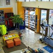 176b4ccc19300 Runner Store - Abbigliamento sportivo - Viale delle Legioni Romane ...